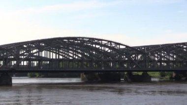 Railway bridge across  river Elba — Stock Video