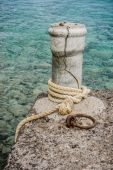 Old howser on the concrete mooring post — Stock Photo