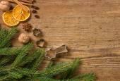 木制背景与圣诞装饰品 — 图库照片