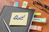 Planner with sticky note - Quit — Foto de Stock
