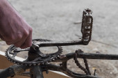 Mechanic reiparing a bike, chainring and pedals — ストック写真