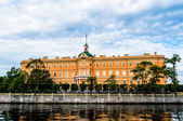 Mikhailovsky castle on the bank of river Fontanka — Stock Photo