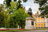 Monument of Peter the First near Mikhailovsky castle in the morn — Stock Photo