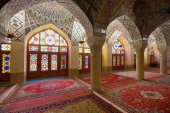 Interior of Nasir al-Mulk Mosque in Shiraz, Iran — Stock Photo