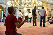 Rituel de mosquée Eyup sultan d'un culte centré dans la prière, Istanbul — Photo