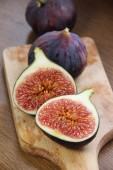 Beautiful ripe fresh pulpy figs on the table — Stock Photo