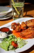 Bbq chicken wings with dips and salad — Stock Photo