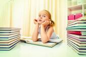 Clever  girlkid — Stock Photo