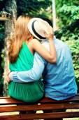 在一条长凳上吻 — 图库照片