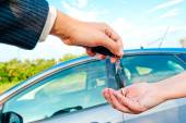 Sales Manager sends the keys to a new car — Stock Photo