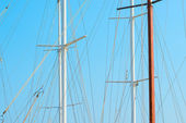 Only mast yacht and blue sky — Foto de Stock