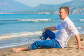 Successful businessman free vacation by the sea — Foto de Stock