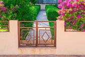 Fence and gate - the entrance to the house — Stock Photo