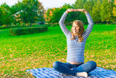 Pregnant woman doing fitness outdoor in a park — Foto de Stock