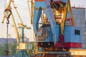 Crane for loading containers at the port — Zdjęcie stockowe