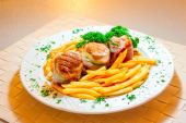 Meat bitochki and French fries beautifully served — ストック写真