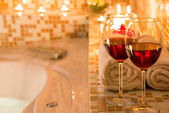 Burning candles, glasses of wine for a romantic evening — Stock Photo