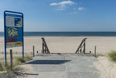 Beach at Maasvlakte Rotterdam with Information Sign — 图库照片