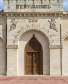 Door of Chateau Cos d'Estournel Saint-Estephe — Stock Photo