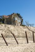 House with poles erosion at Beach — Foto de Stock