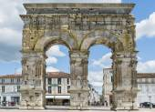 Arch of Saintes France with Houses — Стоковое фото