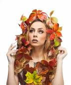 Autumnal woman. Beautiful creative makeup and hair style in fall concept studio shot. Beauty fashion model girl with autumnal make up and hair style. Fall. Creative Autumn makeup. Gorgeous redhead. — Foto de Stock
