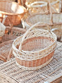 Handmade baskets for sale at a souvenir market in Romania. Traditional Romanian handmade wood baskets — Stock Photo