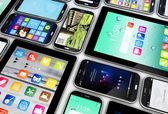 Akıllı telefonlar ve tabletler koleksiyonu — Stok fotoğraf