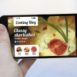 Smartphone with cooking app — Stock Photo #71164313