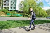 Girl riding a skateboard — Stock Photo