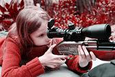 Girl aiming a airgun — Foto de Stock