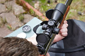 Rifle shooting with optical sight — Foto de Stock