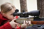 Girl aiming a airgun — Foto de Stock