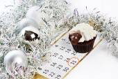 Cupcake lamb with calendar as simbol 2015 new years isolated — Stock Photo