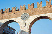 The city wall with a clock in Verona — Stock Photo