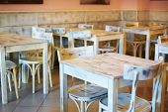 Ahşap beyaz masa retro Cafe — Stok fotoğraf