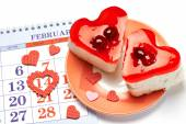 Two jelly heart-shaped cakes and calendar — Stock Photo