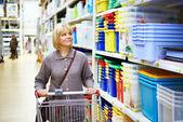 Women shopping in supermarket — Stock Photo