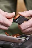 Soldier load ammo in clip Colt — Stock Photo