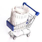 Shopping vagn med kvitton isolerade — Stockfoto