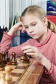 Girl playing in chess game — Foto Stock