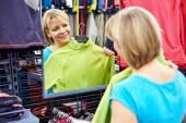 Happy woman shopping for sportswear in shop — Stock Photo
