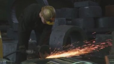 Metallurgy. grinding process — Stock Video