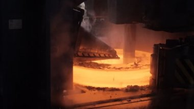 Metallurgy. The formation of the hot ring. — Stock Video