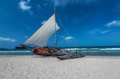 Bella barca sulla spiaggia — Foto Stock