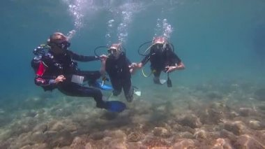 Learning to Scuba Dive — Stock Video