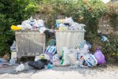 Overflowing Rubbish Bins — Stock Photo