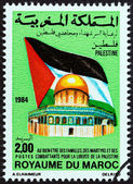 Marruecos - Circa 1984: Un sello impreso en Marruecos muestra bandera Palestina y la cúpula de la roca, circa 1984. — Foto de Stock