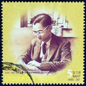 "THAILAND - CIRCA 2007: A stamp printed in Thailand from the ""80th anniversary of the Birth of H.M. The King "" issue shows Thai King Bhumibol Adulyadej photograph in young age, circa 2007. — Foto Stock"