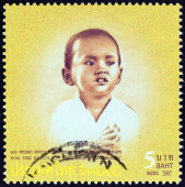 "THAILAND - CIRCA 2007: A stamp printed in Thailand from the ""80th anniversary of the Birth of H.M. The King "" issue shows Thai King Bhumibol Adulyadej photograph in child age, circa 2007. — Foto Stock"